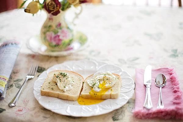 poached-eggs-on-toast-739401_1280.jpg