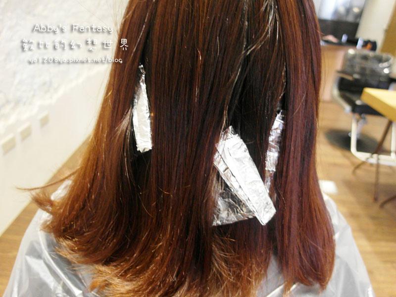 打造夏日清新髮色◆推薦新竹市區優質髮廊◆挑染低調華麗的亞麻色◆愛用AVENDA美髮產品 Abby's Fantasy 欸比的幻想世界 (25).jpg