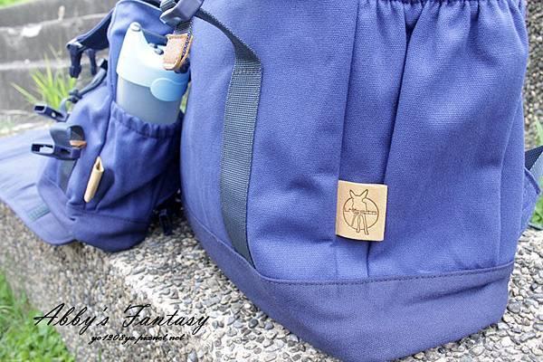 │媽媽必敗CP值高多功能親子包│德國Lassig英倫率性旅行後背親子包,附扣環、尿布墊  (4).jpg