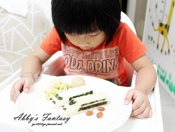 五分鐘完成可愛日本電車飯糰套餐,提升小孩食慾的好方法 ❤ Arnest創意料理小物電車飯糰模型套組 (3).jpg