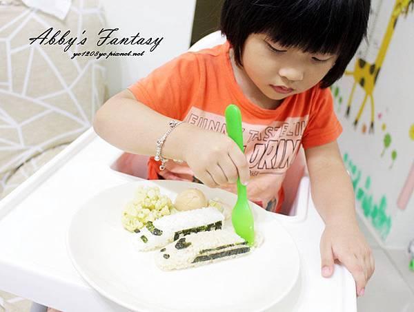 五分鐘完成可愛日本電車飯糰套餐,提升小孩食慾的好方法 ❤ Arnest創意料理小物電車飯糰模型套組 (2).jpg