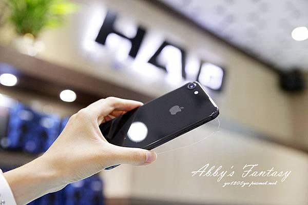 iPhone 8 開箱第一件事情就是包膜啦!完全貼合曲面玻璃保護貼技術太威拉!By 小豪包膜逢甲店 (18).jpg