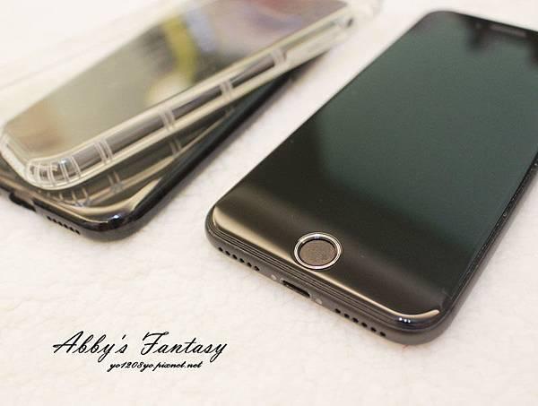 iPhone 8 開箱第一件事情就是包膜啦!完全貼合曲面玻璃保護貼技術太威拉!By 小豪包膜逢甲店 (7).jpg