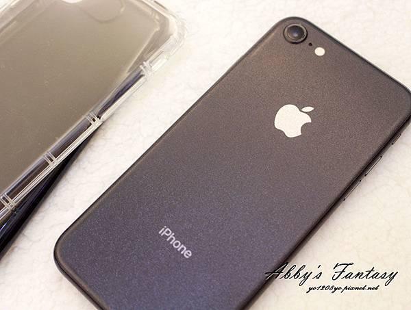 iPhone 8 開箱第一件事情就是包膜啦!完全貼合曲面玻璃保護貼技術太威拉!By 小豪包膜逢甲店 (4).jpg