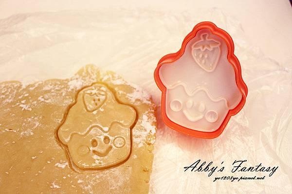 Q版萬聖節餅乾食譜做法分享~ 好用的Arnest創意料理小物 可愛貓咪熊貓杯緣子模型  (14).jpg