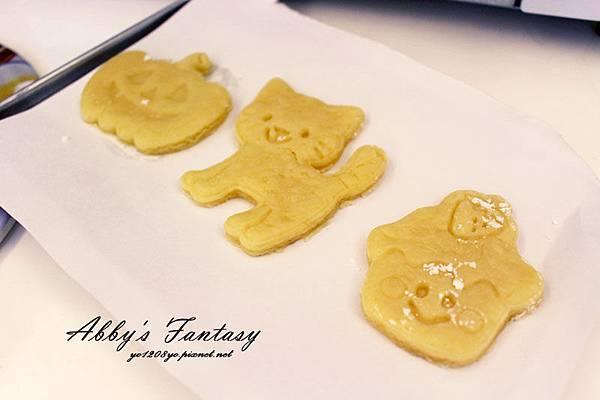 Q版萬聖節餅乾食譜做法分享~ 好用的Arnest創意料理小物 可愛貓咪熊貓杯緣子模型  (9).jpg