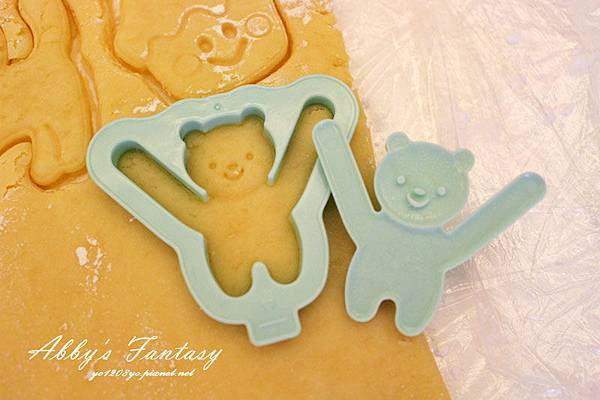 Q版萬聖節餅乾食譜做法分享~ 好用的Arnest創意料理小物 可愛貓咪熊貓杯緣子模型  (11).jpg