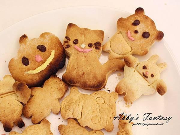Q版萬聖節餅乾食譜做法分享~ 好用的Arnest創意料理小物 可愛貓咪熊貓杯緣子模型  (13).jpg