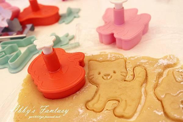 Q版萬聖節餅乾食譜做法分享~ 好用的Arnest創意料理小物 可愛貓咪熊貓杯緣子模型  (12).jpg