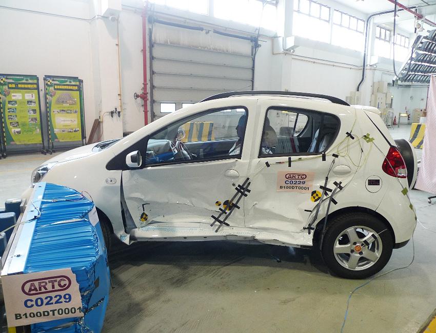 C31搭載高強度籠型車身、模組化車體潰縮機制的安全保護,防護等級超越同級距國產車.jpg