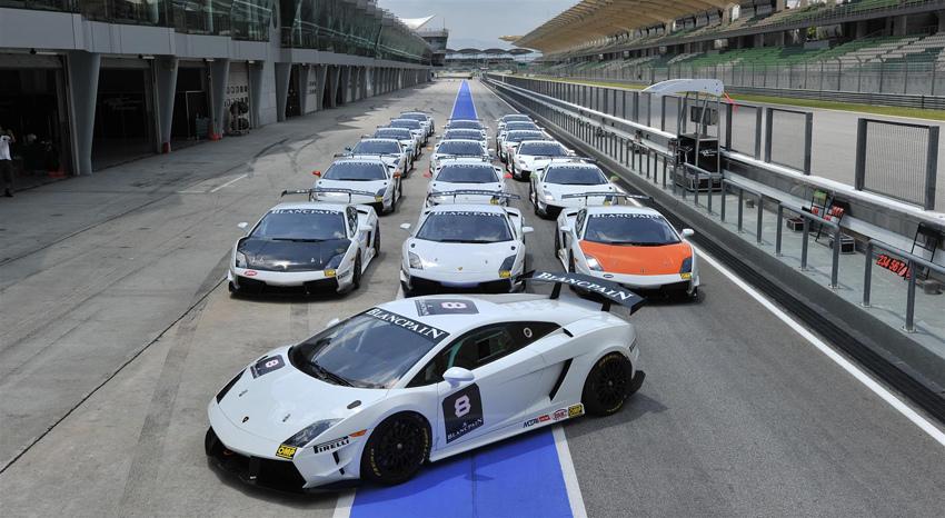 Super Trofeo Lined up-橘色與黑色車頭車輛為Gama Team賽車