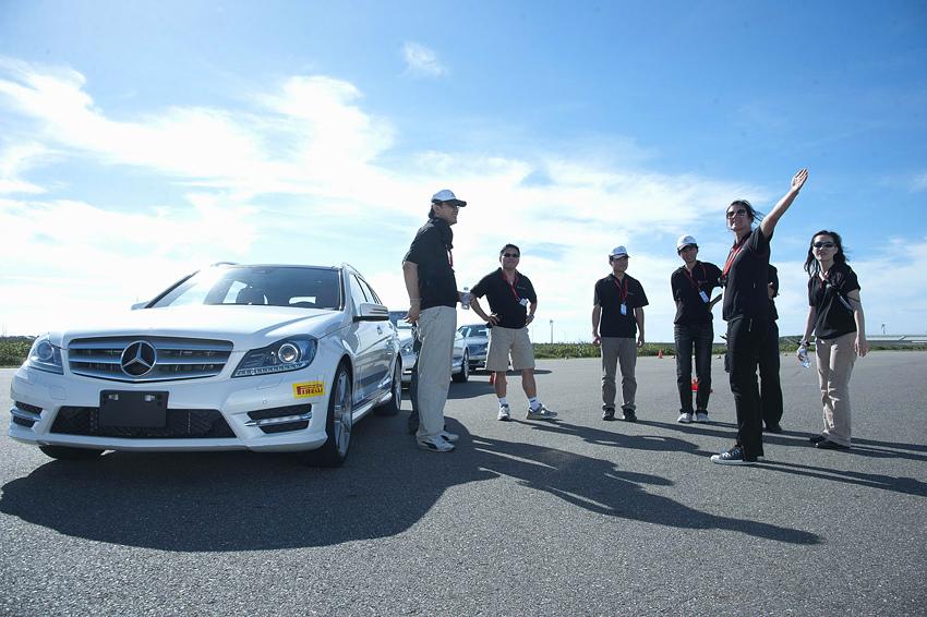 Mercedes-Benz 2012《賓士進階駕馭體驗營》今年活動首度開放非賓士車主參加,歡迎喜愛賓士的車迷朋友們一同熱情參與!