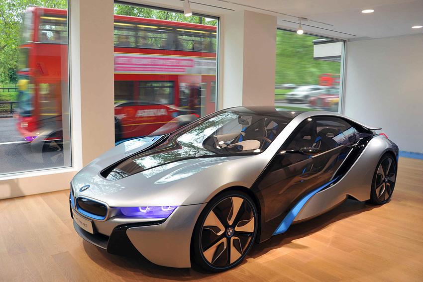 [新聞照片三]BMW i Store 裡展示的BMW i8
