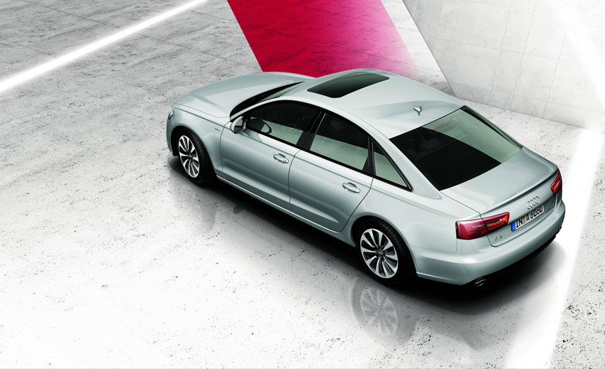 圖3 全新A6 hybrid油電複合動力車完整承襲A6車系流線優美的外型,從著名四柱式車體大器身段、家族化六角形水箱護罩,和不容錯認的極線LED識別燈,皆保有頂級豪華房車獨有的尊貴霸氣。