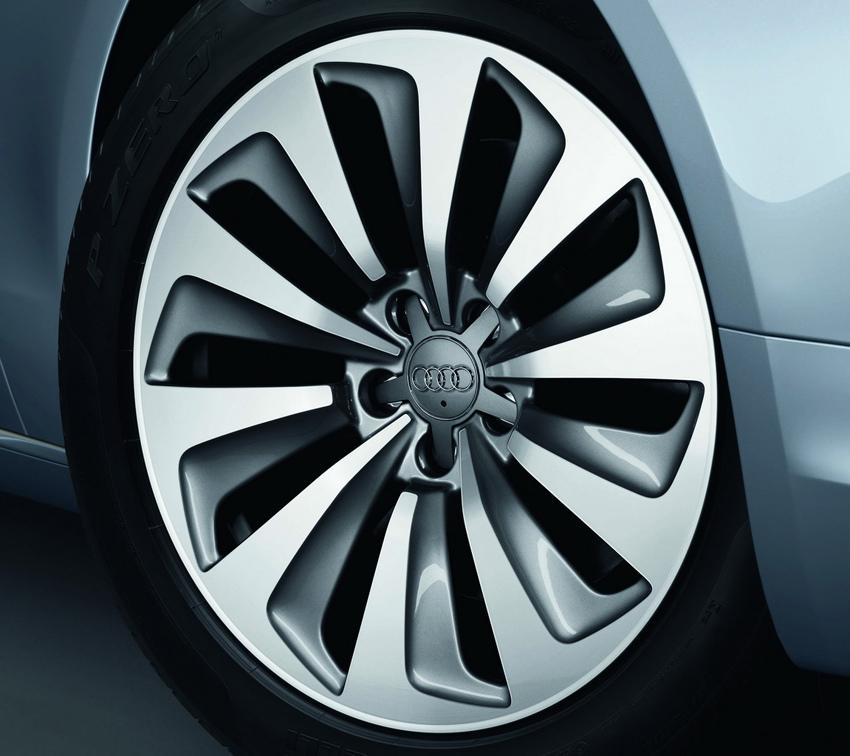 圖6 外觀標配hybrid專屬10輻式18吋鋁圈,低風阻和高散熱效率的外型設計都呼應了全新A6 hybrid油電複合動力車對高效節能的訴求。