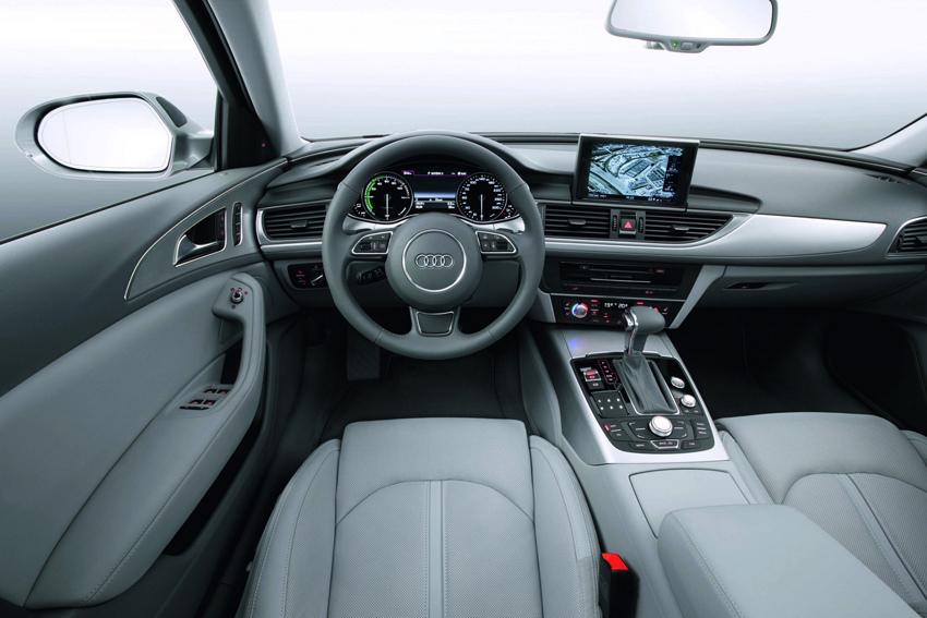 圖8 全新Audi A6 hybrid油電複合動力車以能源使用錶取代一般車型所使用的轉速錶,駕駛者能經由指針的變化了解電動馬達0至100分配的輸出功率比例,又或者馬達是否正在回電能對電池充電。