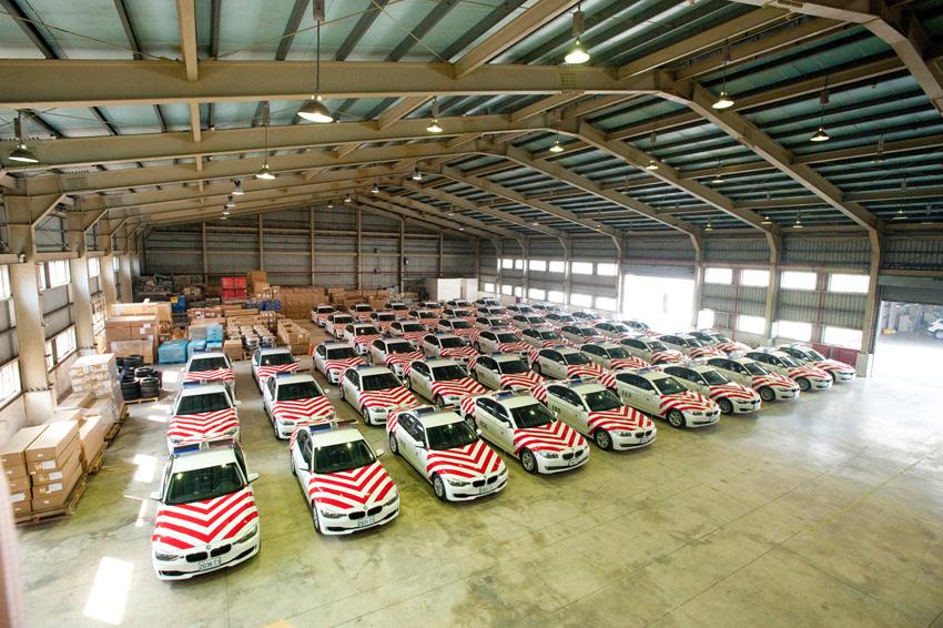 【新聞照片二】一字排開的50輛BMW 318d與BMW 520i四門房車即將投入守護國道安全的行列