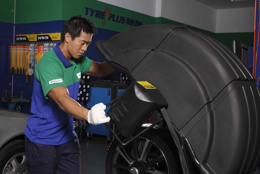 新聞圖片:車輪定位與平衡是維護輪胎狀況重要的關鍵環節之一,台灣米其林要特別提醒廣大車主,請定期檢查車輪定位與平衡,才能確保輪胎維持最佳狀況。