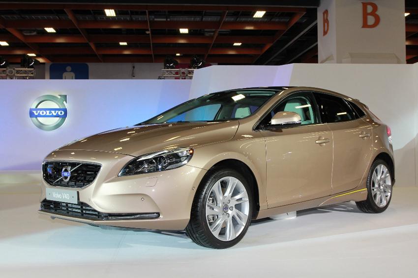 02_國際富豪汽車特別於 2013 年台北新車大展搶先展示 The All-New Volvo V40 T5 和 T4 兩款汽油引擎車型