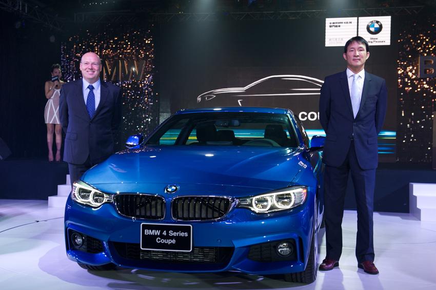 【新聞照片五】BMW總代理汎德公司總經理 杜黃旭先生(右)與BMW集團台灣、香港及澳門進口業務辦公室副總裁Kevin Coon先生(左)於全新BMW4系列雙門跑車發表會.jpg