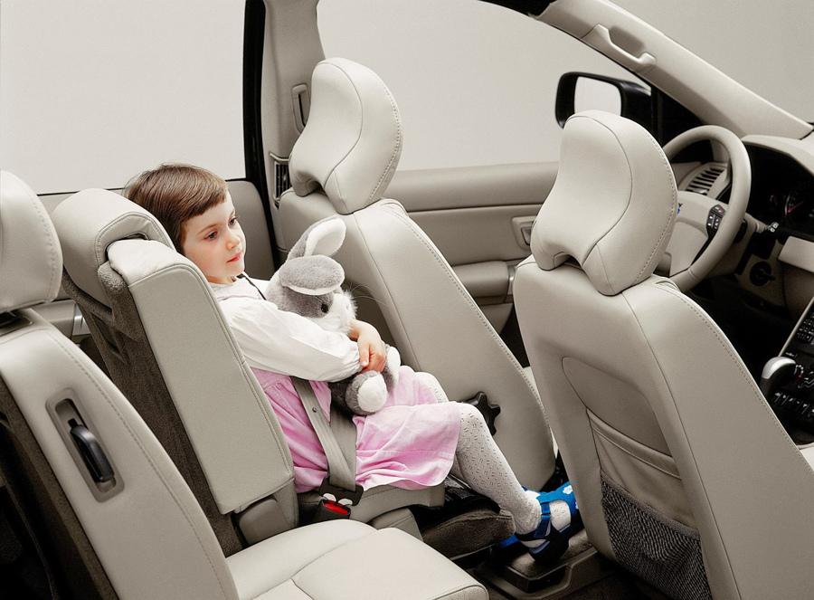 04:VOLVO 於 1999 年推出全世界第一款以 ISOFIX 連結系統安裝的後向式兒童安全座椅.jpg