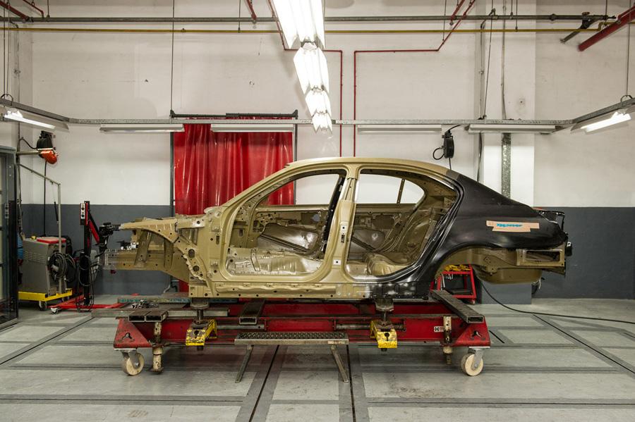 【新聞照片二】BMW專業鋁合金車身維修技術.jpg