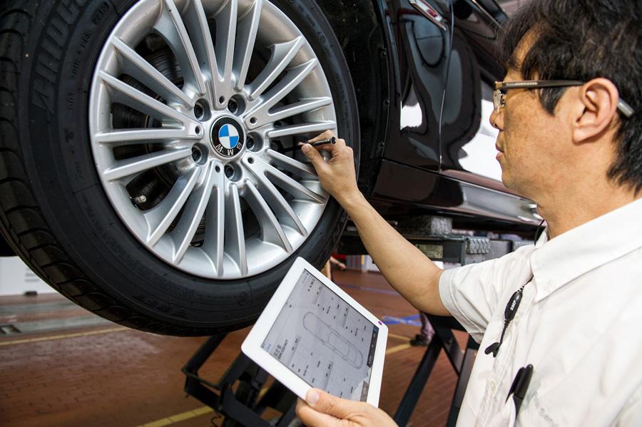 【新聞照片三】BMW總代理汎德公司導入Mobile Service Device主動式接車服務.jpg