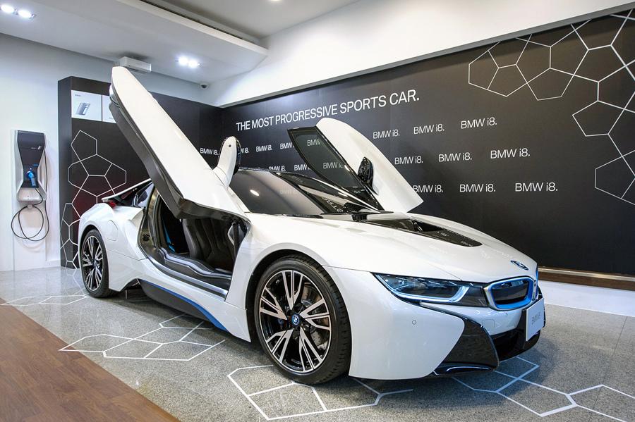 【新聞照片二】BMW i8插電式油電混合跑車.jpg