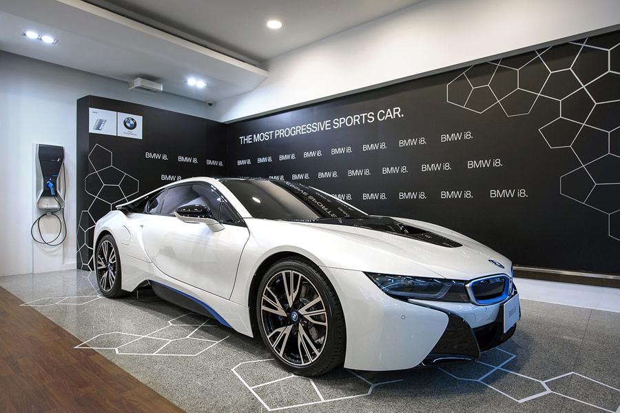【新聞照片三】BMW i8插電式油電混合跑車.jpg