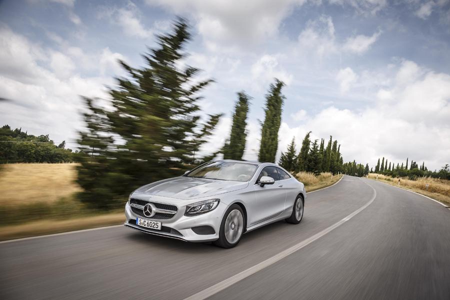 Mercedes-Benz旗下頂級旗艦S-Class車型成為首款搭載ESP® 電子車身穩定系統的量產車款。圖為S-Class Coupé。.jpg