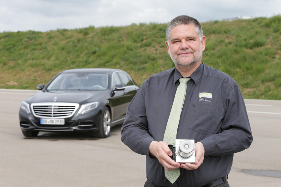 身為ESP® 電子車身穩定系統的共同發明人,Frank-Werner Mohn的安全思為廣為其他車廠仿效,堪稱ESP® 之父。.JPG