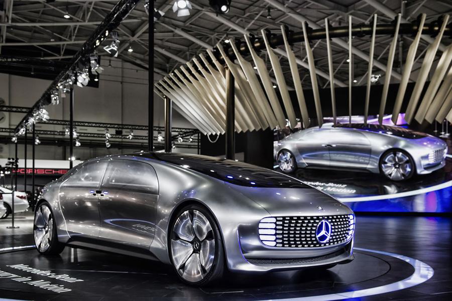 Mercedes-Benz F 015結合了自動駕駛、安全防護、潔淨能源等尖端技術與未來概念.jpg