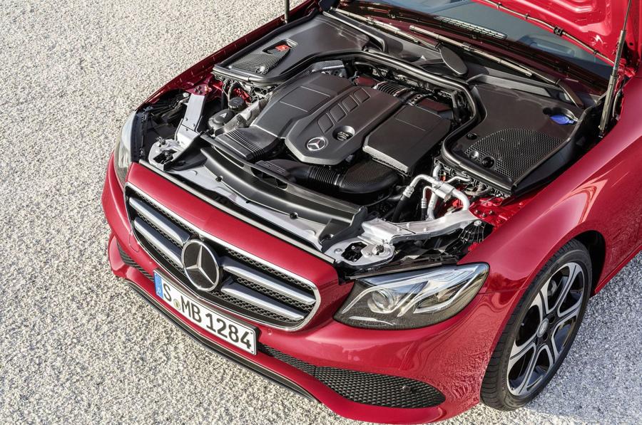 The new E-Class搭載全新高效潔能柴油引擎,並全車系標準配置9G-TRONIC變速箱.jpg
