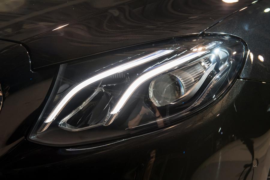 列為選配的多光束LED智慧型頭燈更將LED獨立晶片模組增至84個,隨時保有最佳照明效果並可自適路況避免影響其他用路人.jpg