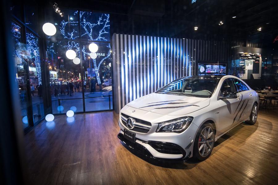 #MercedesBenzPopUpTaipei 品牌概念館同步展出野性轎跑 Mercedes-AMG CLA 45 ,完美詮釋金鋼狼「野起來 誰能擋」的迷人魅力。.jpg
