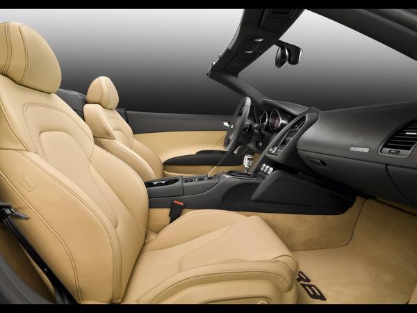 2010-Audi-R8-Spyder-Interior-3-1280x960.jpg