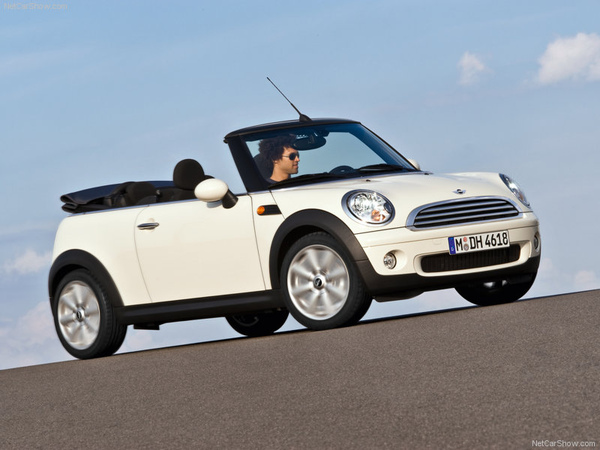 Mini-Cooper_Convertible_2009_800x600_wallpaper_03.jpg