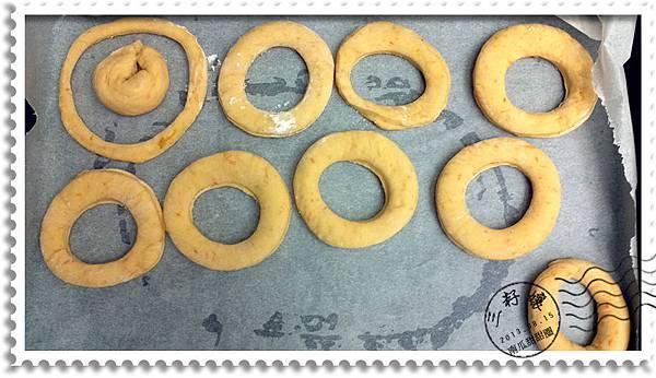 南瓜甜甜圈成形