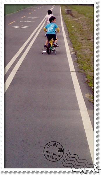 河濱公園騎車-漫漫長路