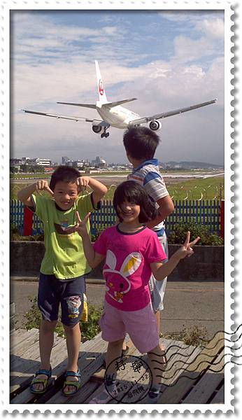 好大好吵的飛機.jpg