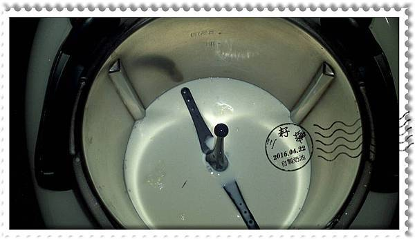 鮮奶油-倒入鍋中-1.jpg