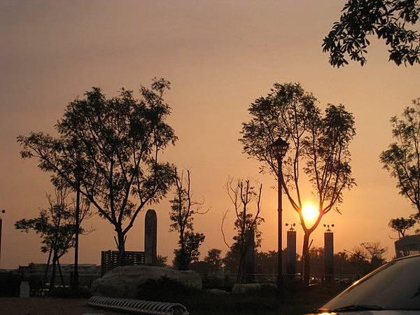 安平古堡外的夕陽~好美啊