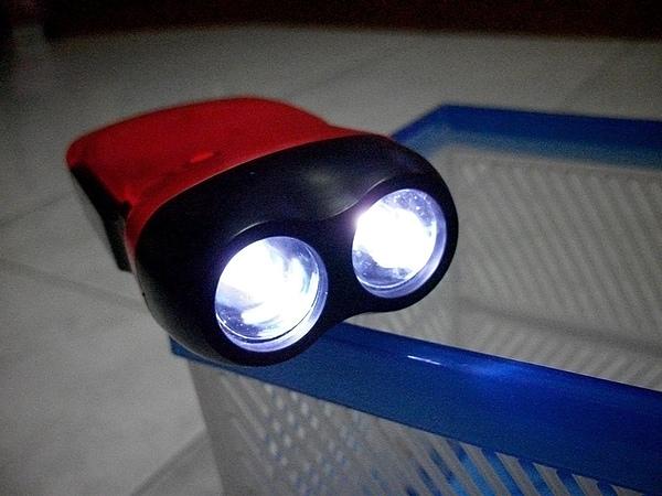 2011.01.30 很亮的手電筒.JPG