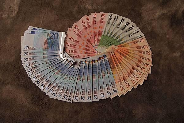 20121206-001. 歐元蝸牛