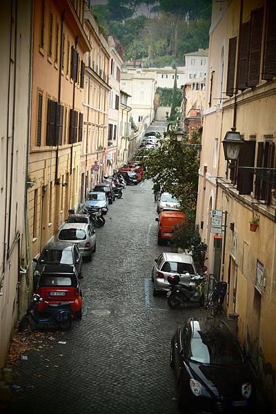 20121207-011. 羅馬街道都小車