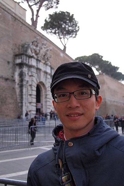 20121207-020. 戴上耳機準備參觀梵諦岡博物館