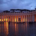 20121207-039. 宗座宮殿(Papal Palace),共有284之圓柱,上有140座對宗教人類有貢獻的聖者雕像