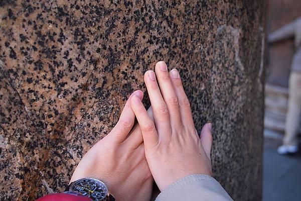 20121208-015. 將近2000年的花崗石圓柱