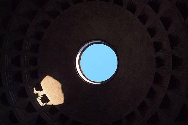 20121208-016. 直徑九公尺的圓天窗