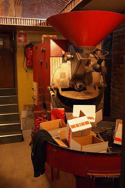 20121208-023. 已休息的古老製咖啡機